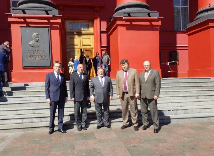 Відбулося підписання Угоди про співробітництво між КНУ ім. Т. Шевченко та НУФВСУ